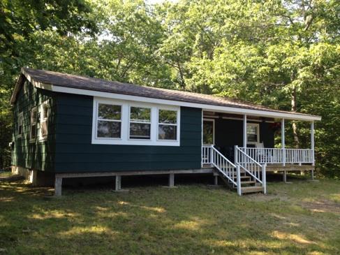#12E-3 Lazy Acres Lakeshore Cottage – Sleeps 4 – Pets Negotiable