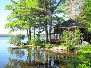 #1 Waters Edge – Damariscotta Lake -Sleeps 8 – Pets Negotiable