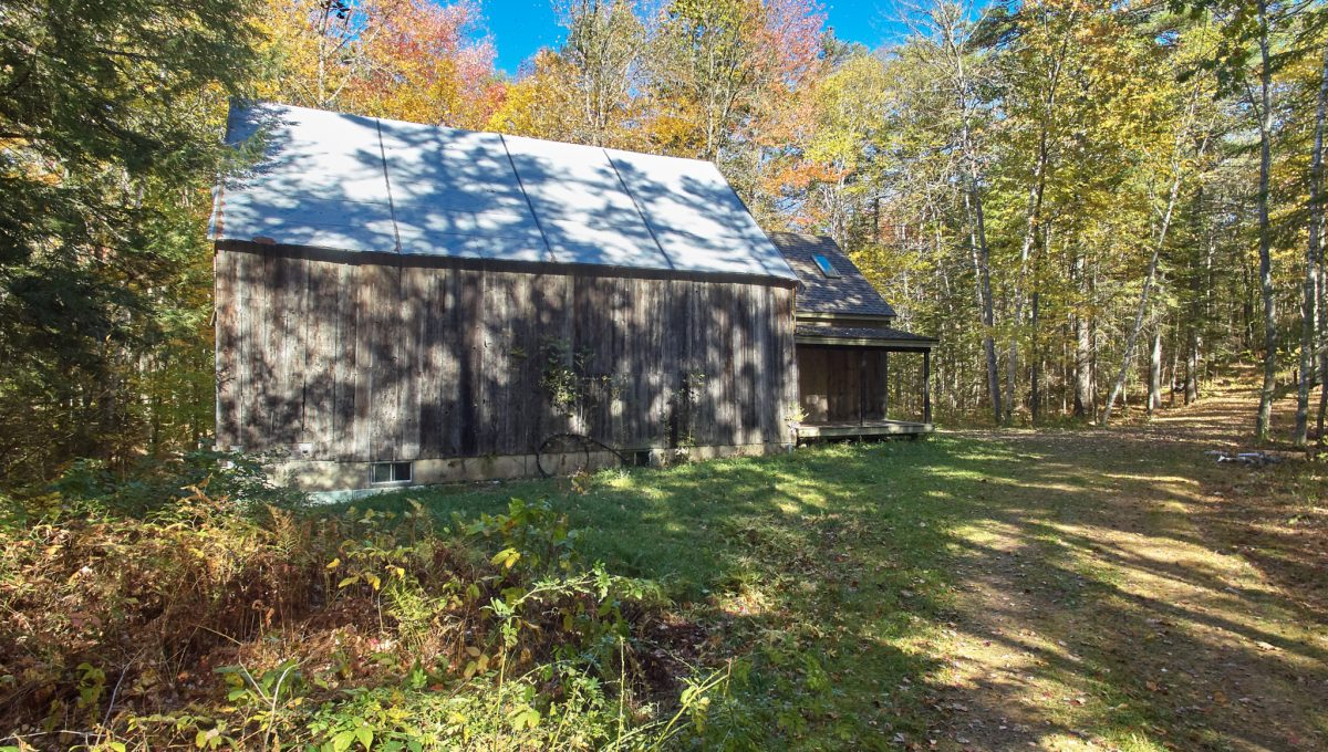 20171020_DJI_0155.jpg front of Barn and woods road to cottage Wilband